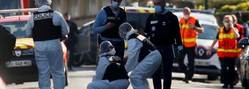 EN DIRECT - Attentat à Rambouillet: avant les faits, l'assaillant a écouté des chants religieux