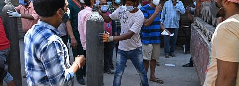 Inde : pour survivre au Covid-19, l'oxygène se deale au marché noir