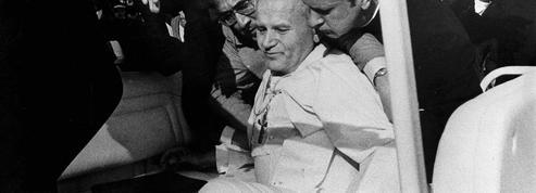 13 mai 1981 : le pape Jean-Paul II s'effondre sous les balles d'Ali Agça