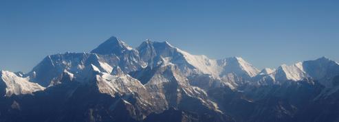 Everest: décès de deux alpinistes étrangers