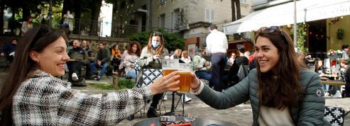 EN DIRECT - Déconfinement : les Français savourent leur première soirée en terrasse