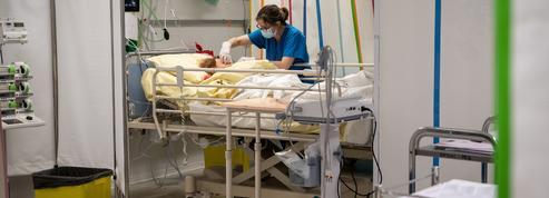 Covid-19 : le nombre de patients à l'hôpital poursuit sa baisse