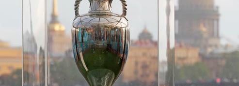 Son nom français, sa refonte et sa chute accidentelle à Bucarest : 5 choses à savoir sur le trophée de l'Euro 2020