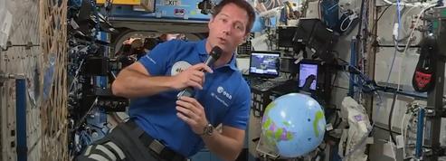 Thomas Pesquet de retour à l'intérieur de la Station après sa sortie dans l'espace
