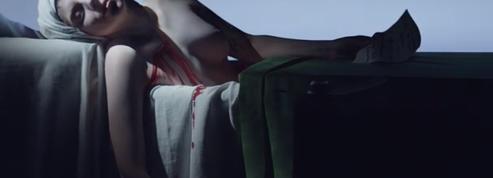 Lady Gaga en sang dans le bain de Marat sur fond de Sade : Bob Wilson frappe fort pour son arrivée dans les NFT