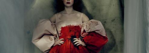 Mode: Alexander McQueen ou la créatrice écarlate