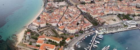 En attendant de connaître son sort, la citadelle d'Ajaccio transformée en terrain de jeu artistique