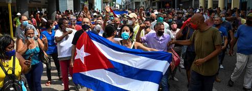 Manifestations à Cuba : «Les jours du régime castriste sont-ils comptés?»