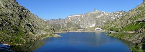 Randonnée dans les Alpes au Grand-Saint-Bernard, l'autre route Napoléon