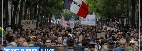 «Nous sommes des Français libres» : au cœur de la manifestation anti-passe sanitaire