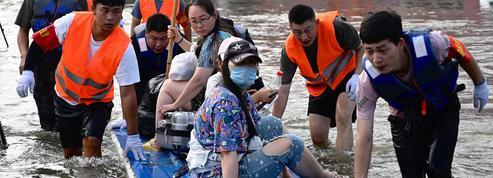 Les inondations en Chine font au moins 56 morts, alors qu'un typhon menace l'est du pays
