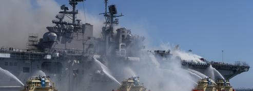Californie: un marin accusé de l'incendie spectaculaire ayant détruit un navire militaire en 2020