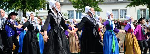Les cercles celtiques se réinventent en sillonnant la Bretagne en caravane