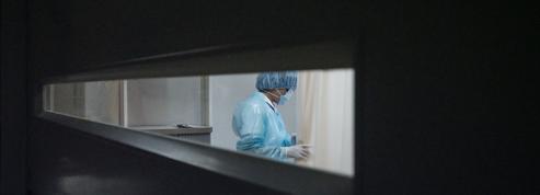 En France, plusieurs systèmes de fraude au passe sanitaire démantelés