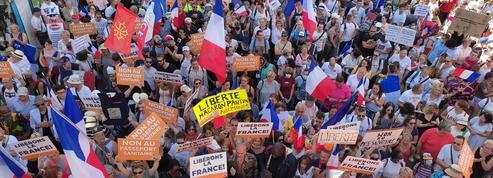 «On espère que Macron reviendra sur le passe sanitaire»: les manifestants toujours déterminés