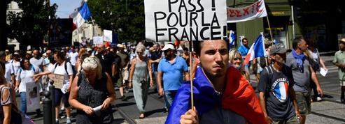 Passe sanitaire : 64% des Français approuvent son extension dans les bars et restaurants selon un sondage