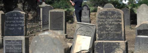 Des tags antisémites découverts sur le mur d'un cimetière alsacien