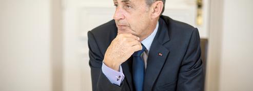 Nicolas Sarkozy observe la primaire à distance