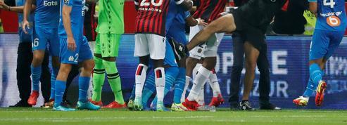 Jets de projectiles, envahissement de terrain, bagarre entre supporters... 5 séquences qui résument la violence en Ligue 1