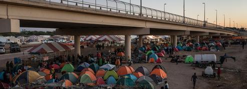 Crise à la frontière: tous les migrants ont quitté leur campement au Texas