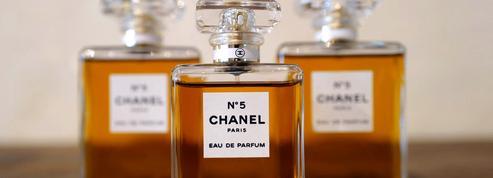 Un trafic international de parfums et de maroquinerie contrefaits démantelé, 12 interpellations