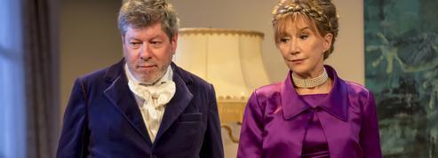 Théâtre: quand Josiane Balasko et Marie-Anne Chazel titubent