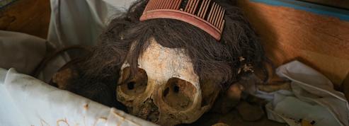 Au Mexique, les os des défunts toilettés par leurs proches avant la Toussaint