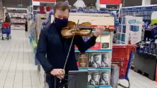 Parce que la culture ne doit jamais s'arrêter», Renaud Capuçon donne un  concert au supermarché
