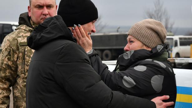 Un prisonnier, Ivan Katyshev, retrouvant sa mère Lyudmila.