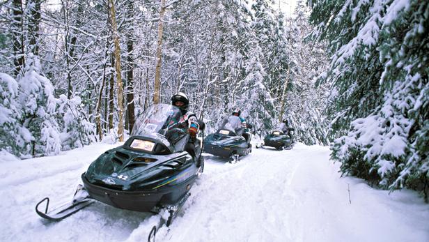 L'accident est survenu mardi en début de soirée au Canada lors d'une randonnée en motoneige. (illustration)