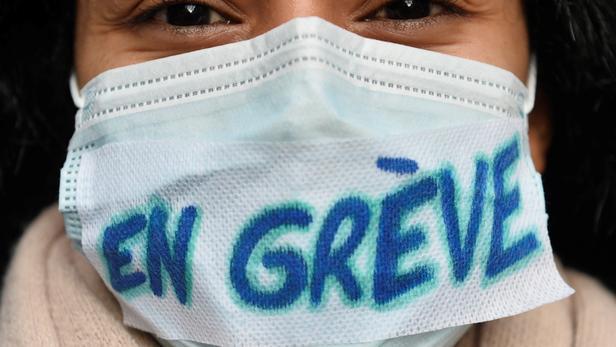 51 médecins, dont six chefs de service, ont démissionné lundi matin sur le site du CHU de Rennes, selon le docteur Hervé Léna, démissionnaire également (image d'illustration).
