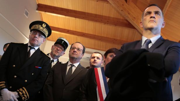 Alain Thirion, ancien préfet de Haute-Corse (à gauche), aux côtés de François Hollande et Gilles Simeoni, président du conseil exécutif de Corse, à Bastia en novembre 2016.