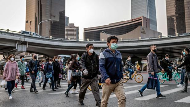 Des centaines de passagers s'apprêtent à quitter Wuhan