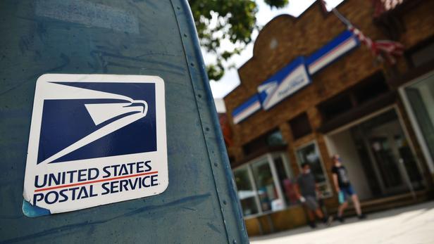 Plusieurs procureurs généraux envisagent une action en justice pour préserver le service postal.