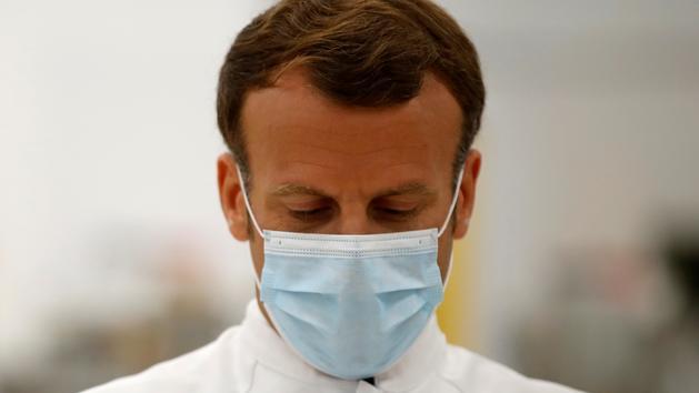Covid-19 : Macron rappelle que «les gestes barrières ne sont pas une option»