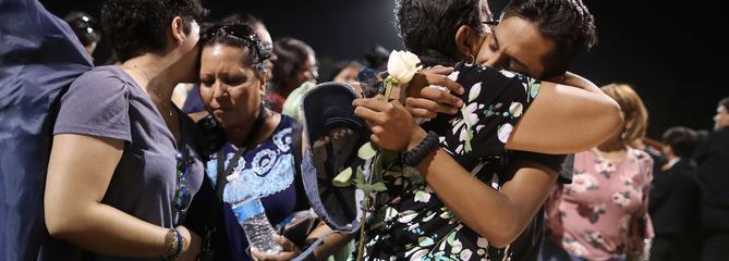 Etats-Unis : recueillement à El Paso, au lendemain d'une fusillade qui a fait 21 morts