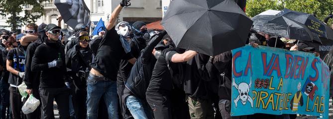 «Gilets jaunes» : pourquoi la police a saisi des parapluies à Nantes ?