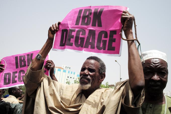 Des manifestants souhaitent la démission d'IBK.