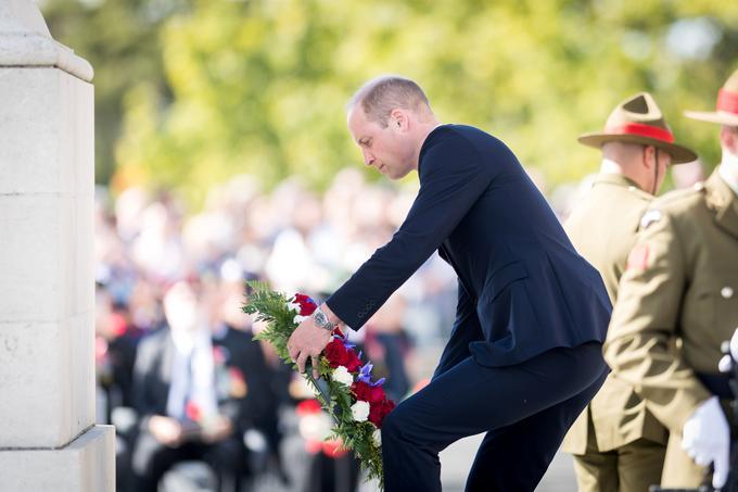 Le prince William a déposé une gerbe lors d'une cérémonie à l'Auckland War Memorial. Museum