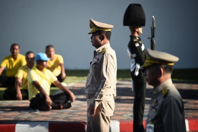 Le chef de la junte, Prayut Chan-O-Cha, en uniforme militaire de parade, a également pris part à la procession.