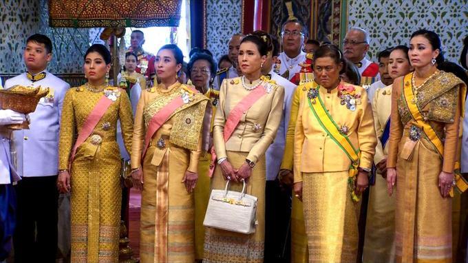 Les membres de la famille royale et plusieurs dignitaires religieux et politiques étaient présents.