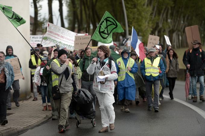 Des manifestants à Peyrehorade, dans le sud de la France