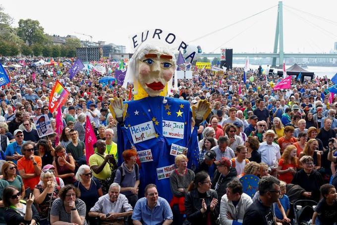 Les manifestations de ce dimanche s'inscrivaient dans le cadre d'une journée de mobilisation européenne «contre le nationalisme» dans plusieurs pays d'Europe.
