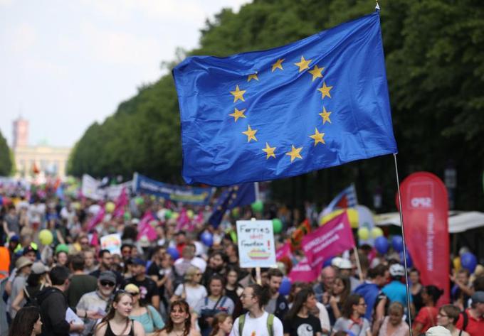 À Berlin, 20.000 manifestants, selon les organisateurs - plusieurs milliers selon la police - ont défilé dans le centre de la capitale.