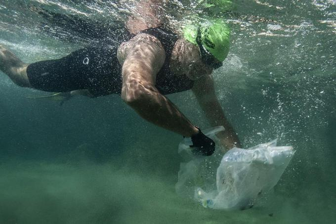 20 équipes de 2 kayakistes et un nageur avaient déjà rempli leur embarcation à la moitié de la course.