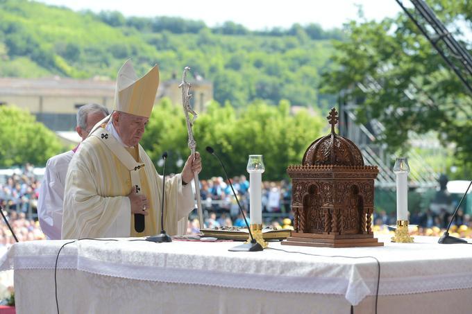 Le pape François a donné une messe géante à Blaj, durant laquelle il a béatifié sept évêques gréco-catholiques roumains