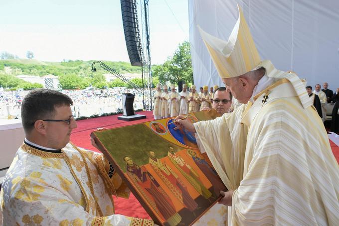 Cette icône représente les sept prêtres béatifiés.
