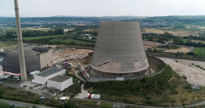 La tour de refroidissement de la centrale nucléaire de Mülheim-Kärlich.