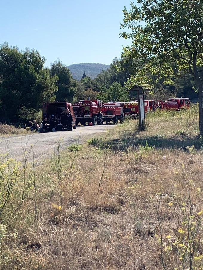 Les pompiers restent mobilisés.