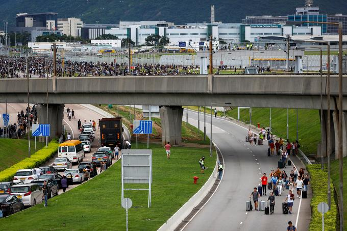 Certains manifestants ont tenté une opération escargot sur l'autoroute.